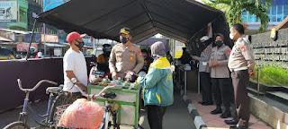 Pasapeda dan Penjual Jamu Keliling Ikuti Vaksin di Gerai Drive Thru Polres Pelabuhan Makassar