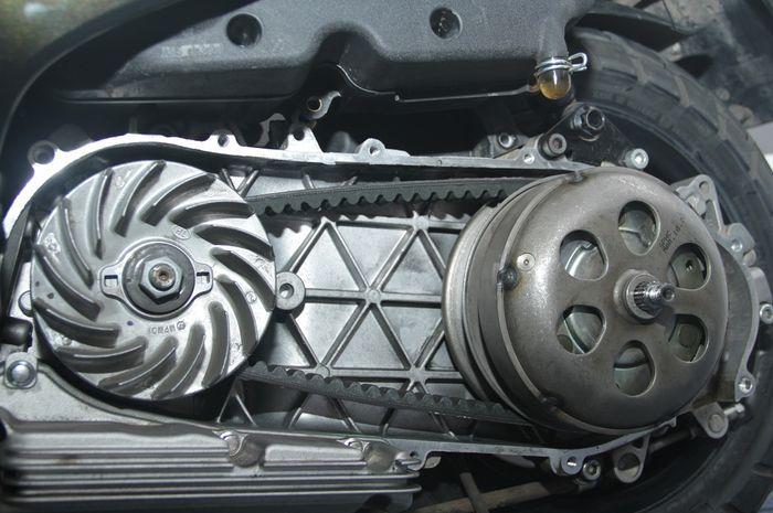6. Bersihkan juga Vent Belt dan Roller motor