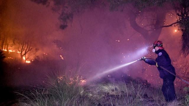 Ολονύχτια μάχη των πυροσβεστών με τις φλόγες στα Γεράνεια Όρη