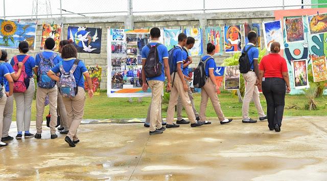 """Ministerios de Educación y Cultura promueven """"Lienzos Sueltos"""" por una cultura de paz en centros educativos"""
