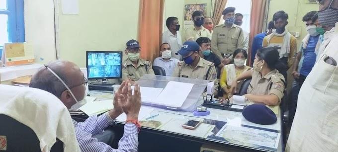 पुलिस और सफाई कर्मियों में घमासान-जनता परेशान-देखें पूरी खबर