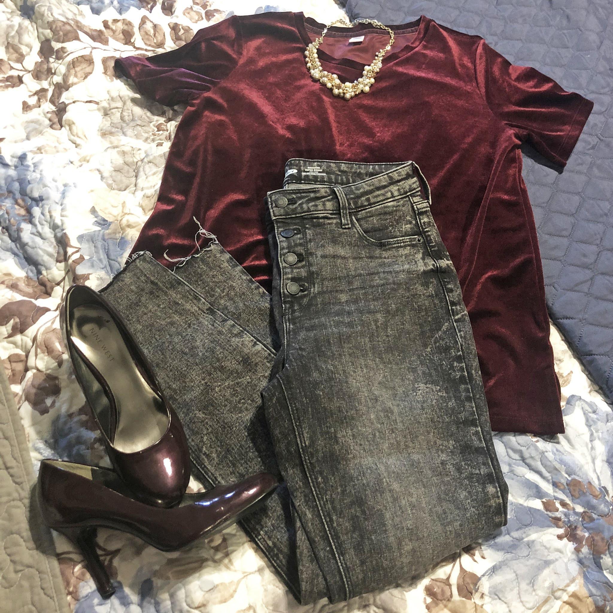 grey_jeans_velvet_tee