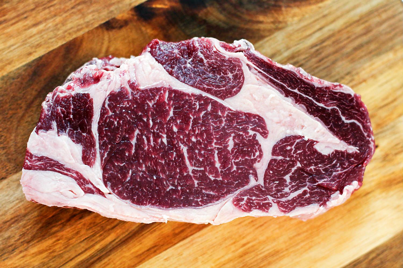 Dry Aged Galicien-Beef-Entrecôte auf Salz gebraten {Alte Kuh / Txogitxu} | Arthurs Tochter kocht. Der Blog für Food, Wine, Travel & Love