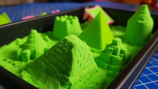 National Geographic Ultimate green Play Sand in plastic sandbox tray with castles and pyramid at front