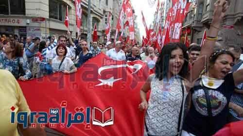اخر اخبر تركيا نزول المواطنين للتظاهرات للتنديد بالانقلاب ، رئيس الوزراء يدعوا الشعب للنزول فى الميادين ليلا