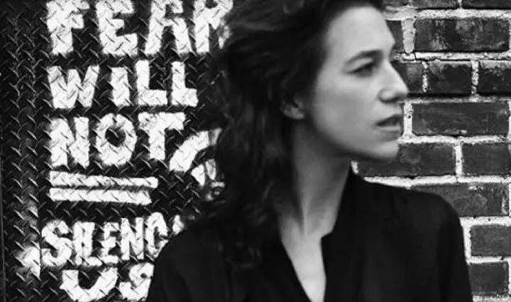 « Il s'est lâché sur moi » : Charlotte Gainsbourg raconte ce gros malaise pendant une scène de sexe lors d'un tournage