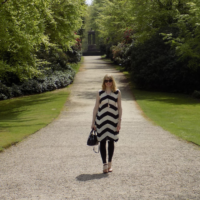 Chevron cocoon dress and black jeggings