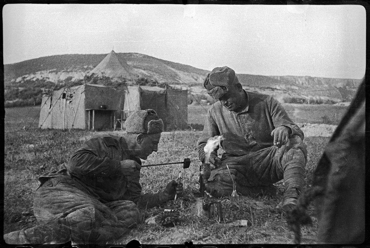 Около перевязочной 308-й мотострелковой бригады в поселке Шули, 28 апреля 1944 года