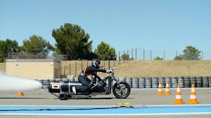外国人「0-100km/h加速が0.5秒の3輪車を作ったので走らせてみた」(海外の反応)