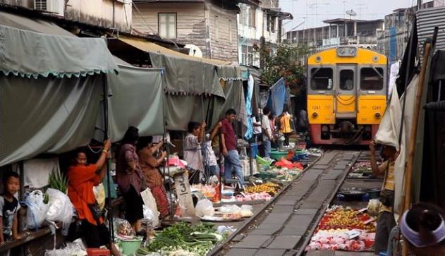 4. Pasar Maut Ala Thailand, Ini Benar-Benar Mematikan!