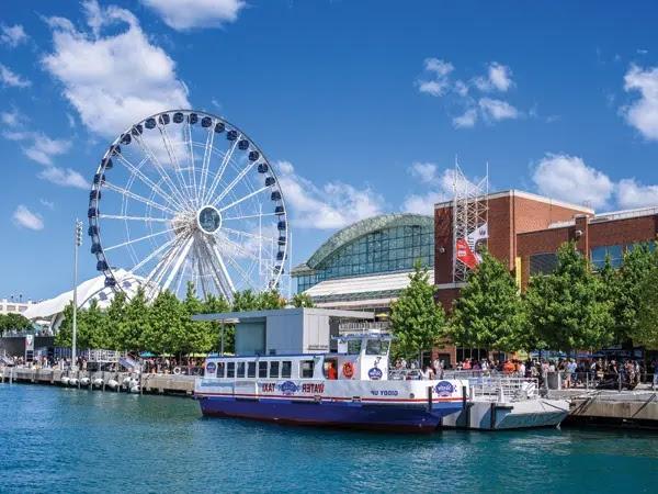 Walk Navy Pier Chicago, USA