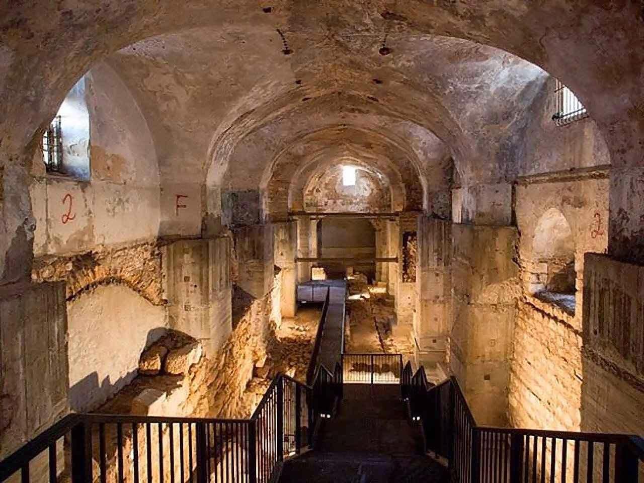 Neste complexo hoje soterrado poderia ter acontecido o julgamento de Jesus, segundo os arqueólogos  (Foto: Oded Antman, Ministério israelense de Turismo).