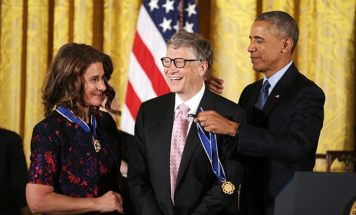 Obama condecorou o casal Gates com a Medalha da Liberdade.© REUTERS/Carlos Barria
