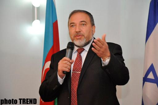 Ministro de Israel visita Azerbaiyán para venderle más armas
