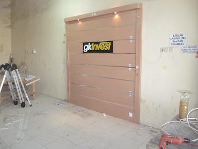 Background Dinding Kantor Dengan Huruf Timbul+Furniture Semarang