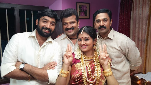 Niranjan as Ravi, Santhosh as Manasijan, Sreelaya as Kuttimani, Ajanyan as Balan in Moonumani Serial