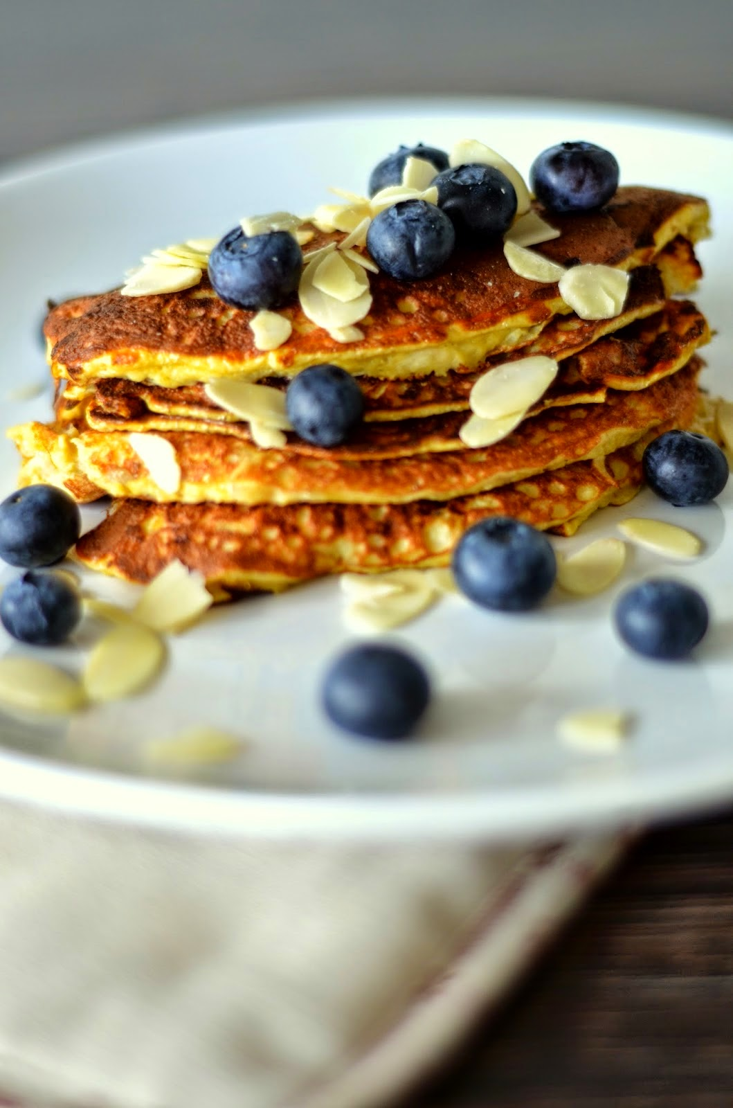 clean-healthy-glutein-free-banana-pancakes-blueberries