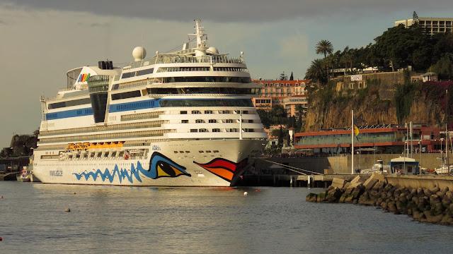 AIDAblu next to Pestana CR7 Funchal