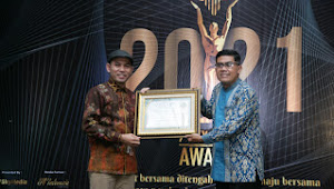 """Budiyanto Raih Award """"Top 100 Pemimpin Pembawa Perubahan Indonesia"""""""