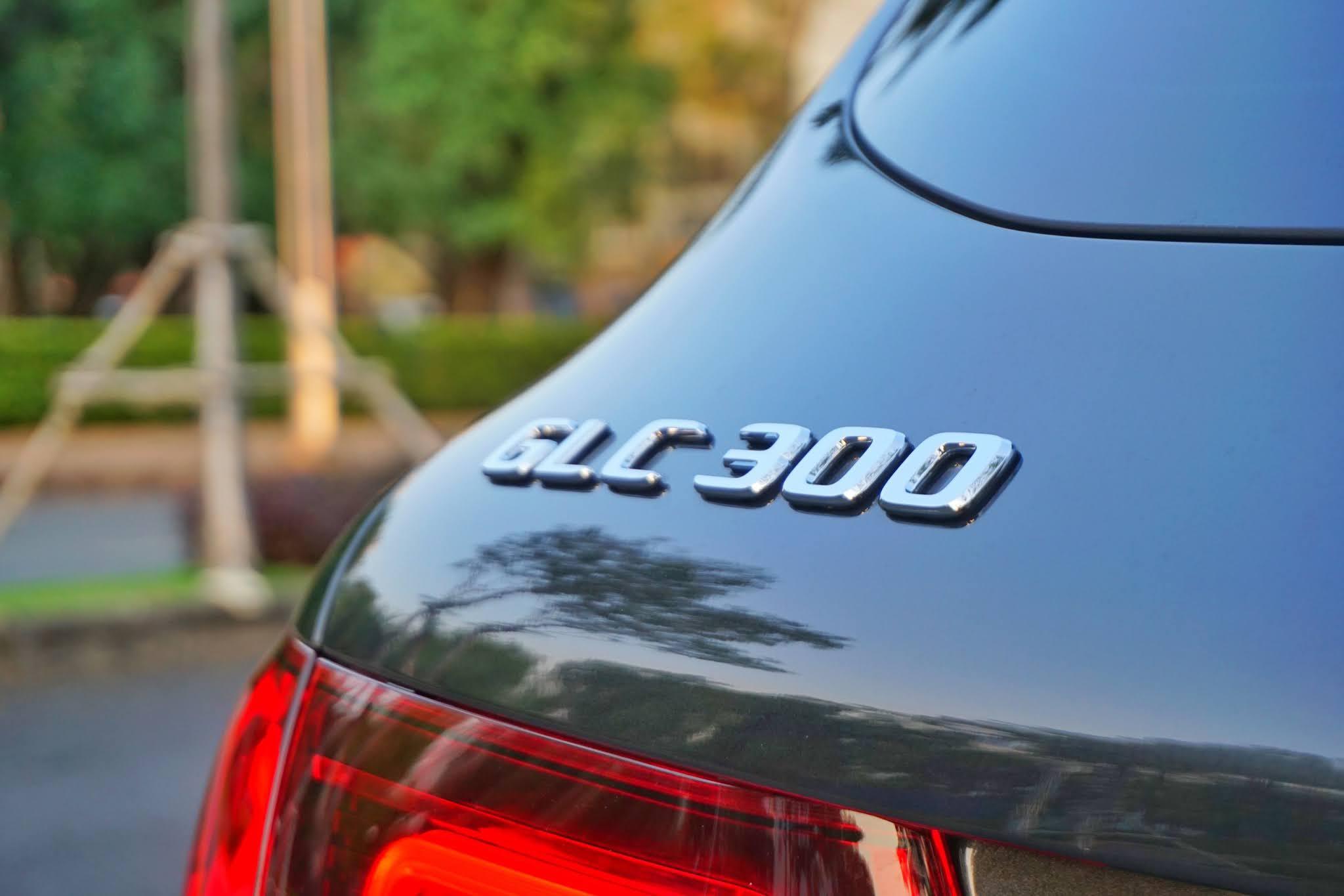 Mercedes GLC300 4Matic sx 2020 dkld 122020 moi lan banh 1300miles