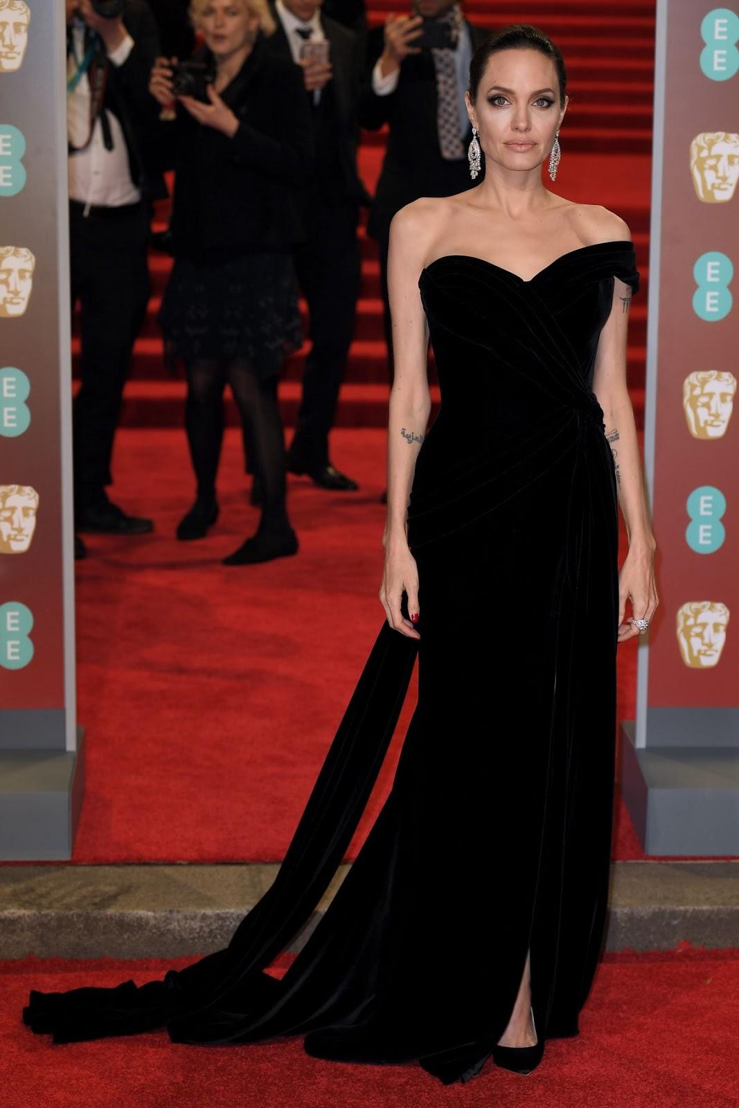 Angelina Jolie Wears 32 98 Carat Diamond Earrings At The