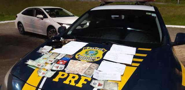 PRF detém dois estelionatários do INSS na Régis Bittencourt em Barra do Turvo