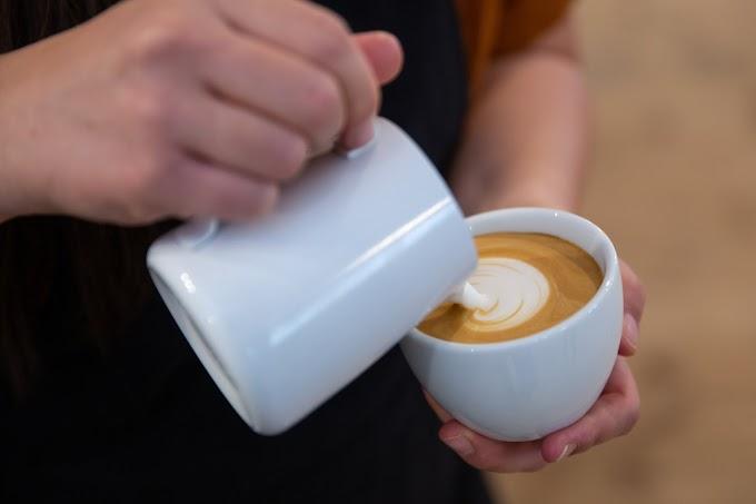"""A """"Fizess verssel"""" kampány után most az újratalálkozást népszerűsítik a kávézók egy ingyenkávéval"""