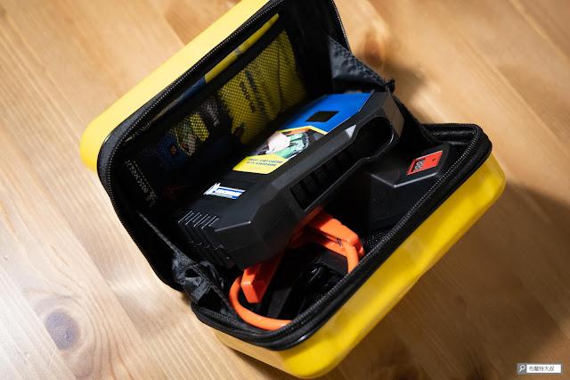 【開箱】汽油車、柴油車都能救,米其林 Michelin 汽車啟動行動電源 ML-8100 - 拜本身的體積所影響,收進盒內要多橋一下