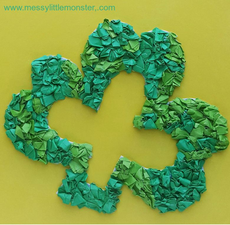 St Patricks day crafts for preschoolers - shamrock paper wreath