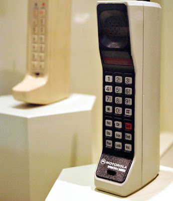 اول موديل هاتف جولا تم انتاجه في التاريخ من طرف شركة موتورولا