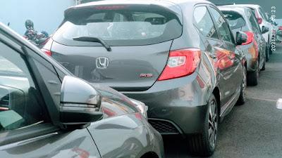 Honda Brio Menjadi Type yang banyak terjual dengan kontribusi sejumlah 52% dari seluruh penjualan mobil Honda , wah menarik ya semakin di suka