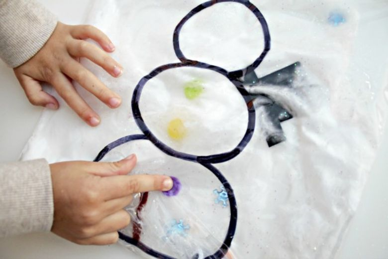 snowman sensory squish bag winter activity for toddlers and preschoolers.