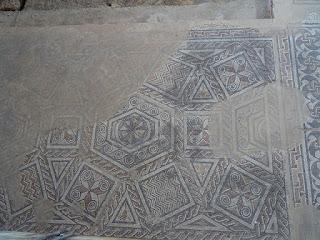 Decoración geomátrica. Triclinium. Villa romana de Santa Cruz