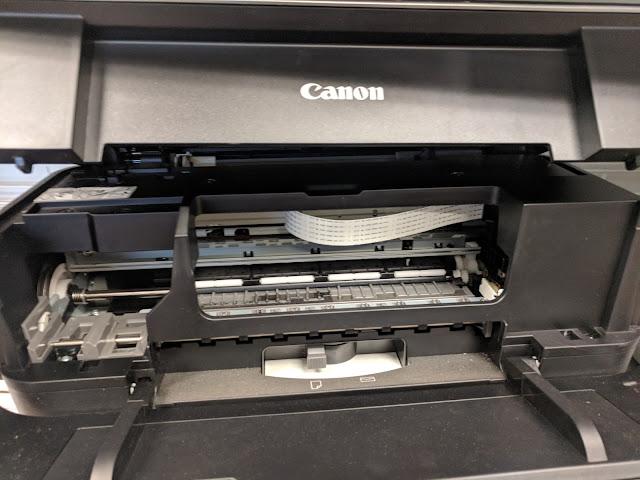 Impresoras Canon y puerta de acceso a los cartuchos abierta.