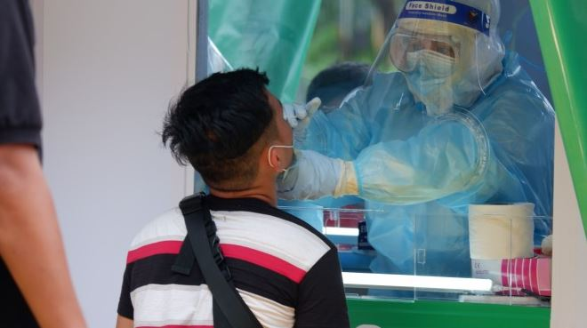 Philippines reports nearly 8,000 new COVID-19 cases