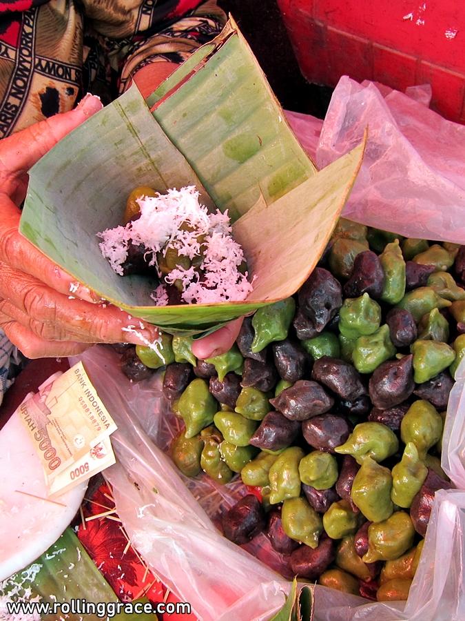 jajanan pasar bali, indonesia