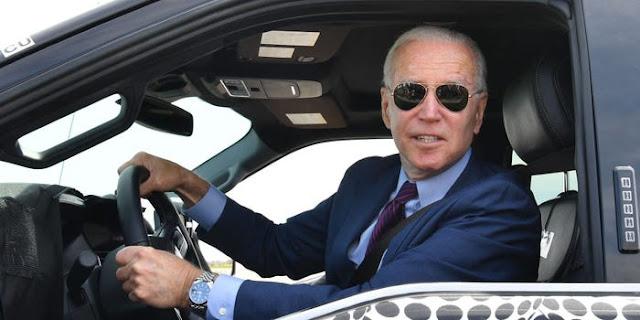 الرئيس الأمريكي جو بايدن يقول : سأقود أول سيارة كهربائية من كورفيت