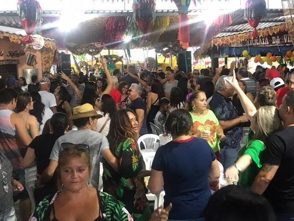 Vila do Artesão se transformou em caldeirão humano neste sábado durante a realização do 1º Vila Folia