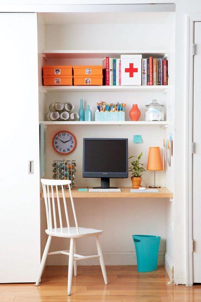 Escritorio dentro de un armario