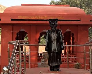 Dashrath Manjhi The Mountain Man Biography In Hindi