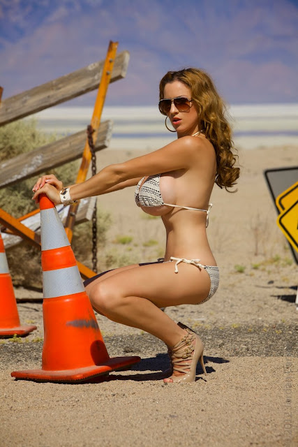 Jordan-Carver-Busty-Photoshoot-Road-Sign-Pic-19