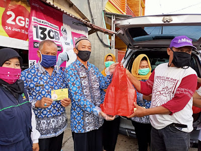 Ketua LKKS Riana Arinal Bagikan Nasi Kotak di Kelurahan Pesawahan Teluk Betung Selatan