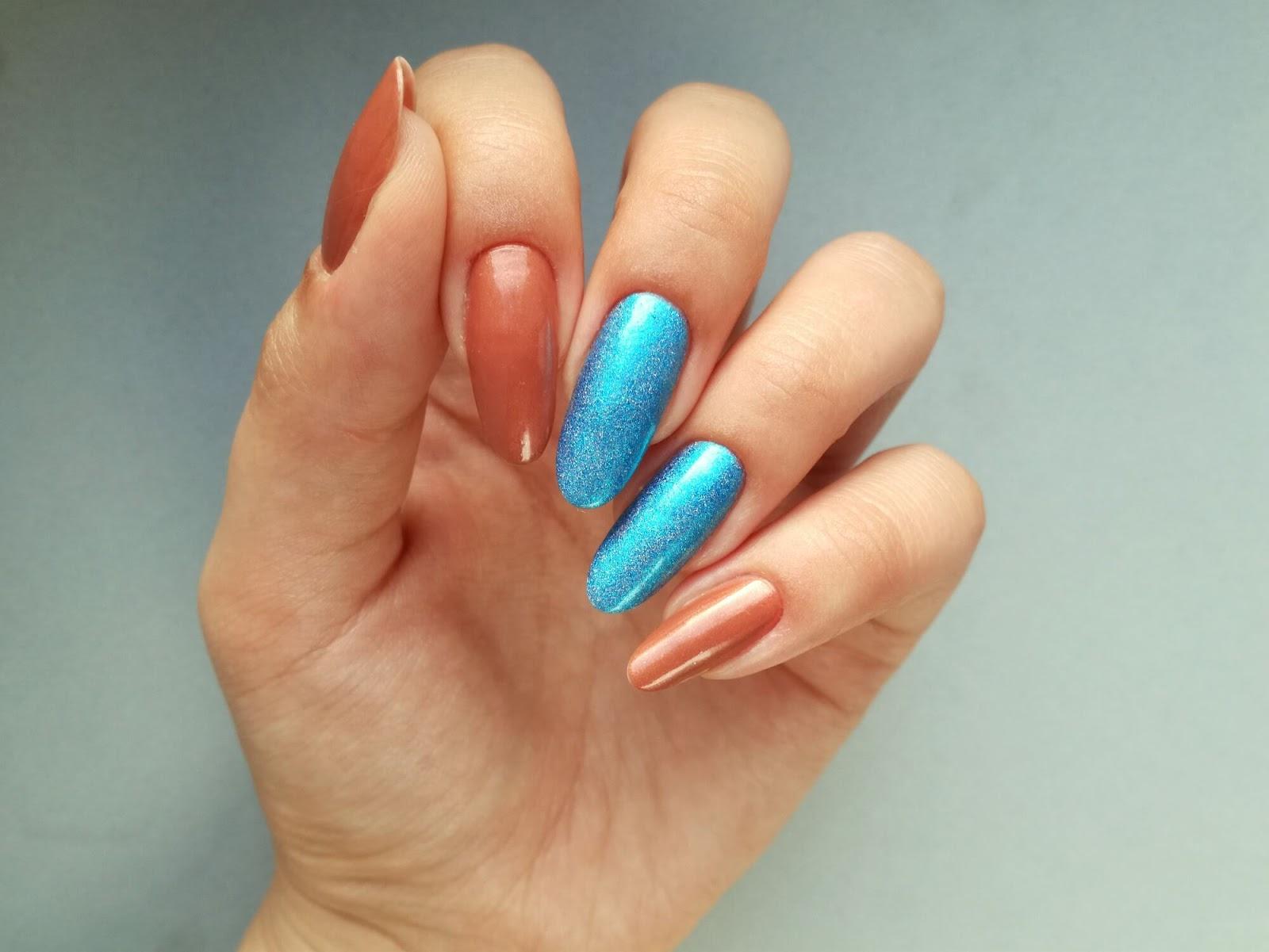 paznokcie pomalowane na dwa kolory