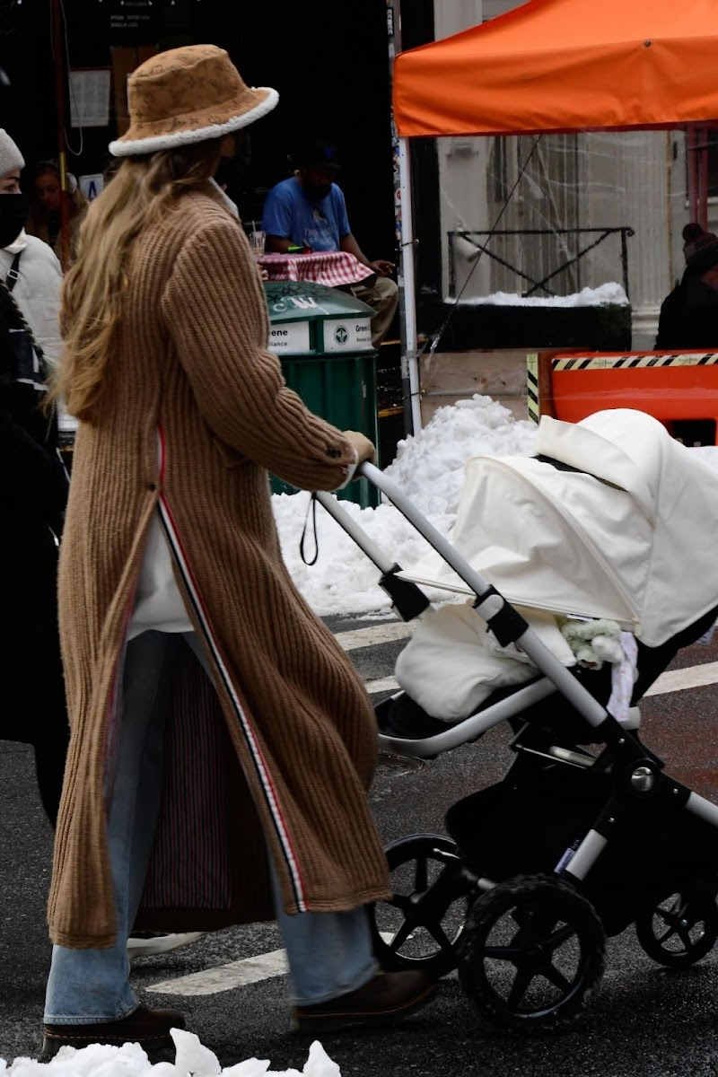 Gigi Hadid  Out with Her Baby in New York 19 Dec-2020