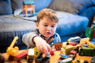 اللعب ومراحل النمو عند الطفل