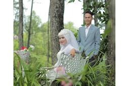 Kumpulan Pose photo prewedding Hijab muslimah Outdoor