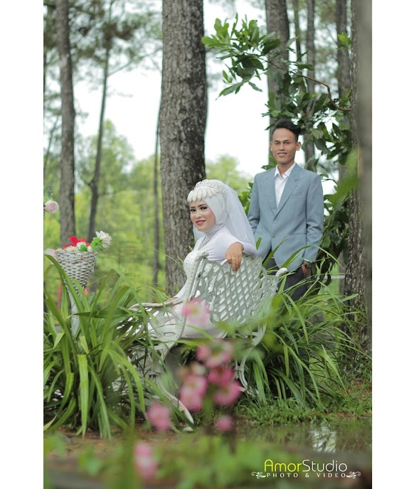 Kumpulan Pose photo prewedding Hijab muslimah Outdoor