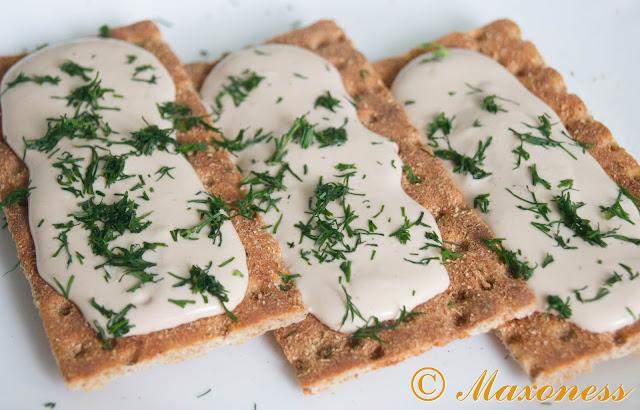 Паста из тунца с гречневыми хлебцами