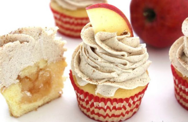 Apple Pie Cupcakes with Vanilla Cinnamon Frosting #desserts #cake