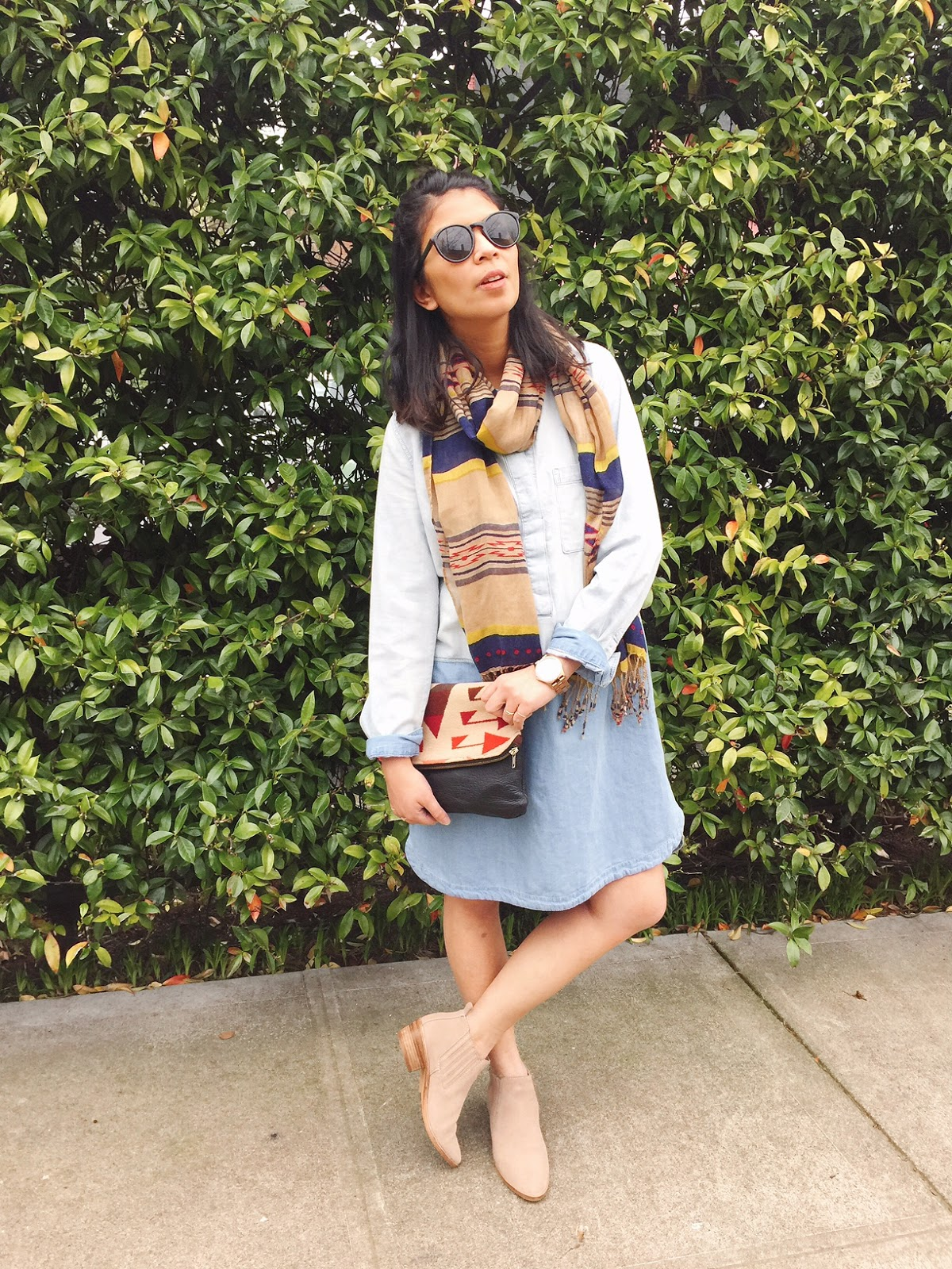 portland fashion blogger, pdx blogger, portland street style, chambray shift dress, camel booties, aztec print clutch, aztec print scarf, spring 2016, raybans,